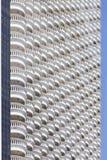 白色旅馆大阳台倾斜  免版税库存图片