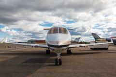 白色易反应的私人喷气式飞机 免版税图库摄影