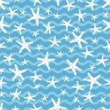 白色星鱼在蓝色海洋 免版税库存照片