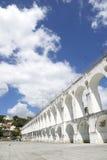 白色曲拱在卡约埃尔考斯da Lapa里约热内卢巴西 图库摄影