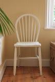 白色木卫生间椅子 免版税库存图片
