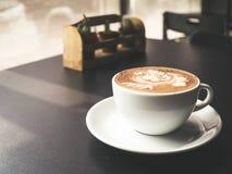 白色杯子上等咖啡 库存照片