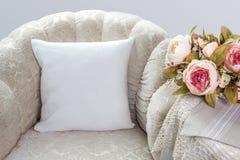 白色枕头盒大模型 内部照片 库存照片