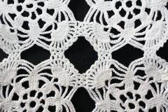白色样式钩针编织桌布 免版税库存照片