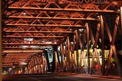 白色桥梁夜 免版税图库摄影