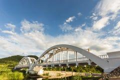 白色桥梁是日本的战士的地标 免版税库存照片