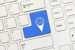 白色概念性键盘-与家庭geolocation symbo的蓝色钥匙 免版税库存照片