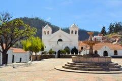 白色殖民地建筑学在苏克雷,玻利维亚 免版税库存照片