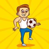 白色汗衫的年轻人使用与足球 免版税库存图片