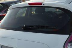 白色汽车后方刮水器 库存照片