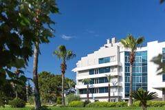 白色汽车旅馆大厦在土耳其 库存照片