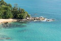 白色沙子海滩明白蓝色海水 库存照片