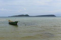 白色沙滩在酸值荣海岛在柬埔寨 库存照片