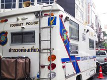 白色泰国游人警察搬运车移动的办公室 库存照片