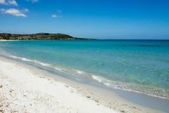 白色海滩在撒丁岛 免版税库存图片