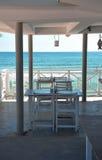 白色海滩餐馆 免版税库存图片