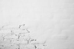 白色混凝土墙-在纹理背景的小镇压 图库摄影