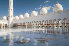 白色清真寺反射 库存照片