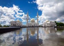 白色清真寺在城市Bolgar,共和国鞑靼斯坦共和国 免版税库存图片