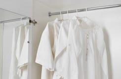 白色清洗被电烙的衣裳 库存图片