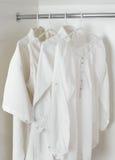白色清洗被电烙的衣裳 免版税图库摄影