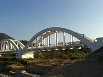 白色火车桥梁 免版税库存图片