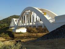 白色火车桥梁 库存照片