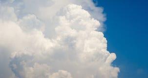 白色烟喜欢云彩timelapse 4K英尺长度 影视素材
