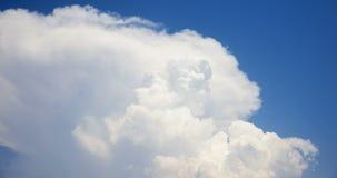白色烟喜欢云彩timelapse 4K英尺长度 股票视频
