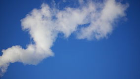 白色烟蓝天背景 影视素材