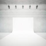 白色照片演播室内部 库存图片