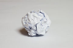 白色片断被弄皱纸 库存照片
