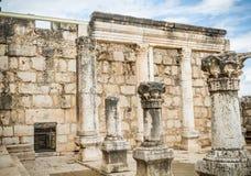 白色犹太教堂废墟在Capernaum,以色列耶稣镇  库存图片