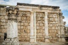 白色犹太教堂废墟在Capernaum,以色列耶稣镇  图库摄影