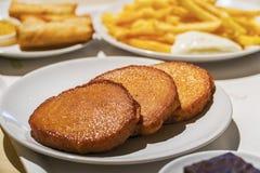 白色猪肉香肠油煎了泰国热的球的食物 图库摄影