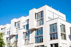 白色现代公寓 库存照片