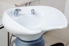 白色现代水槽 图库摄影
