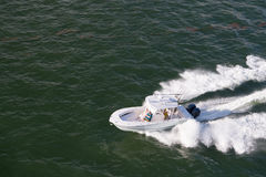 白色现代汽船 免版税库存图片