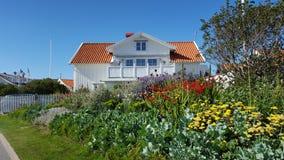 白色瑞典房子 免版税库存照片