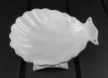白色瓷果子滚筒形的壳 库存照片