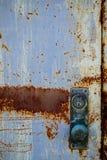 白色生锈的门把 免版税库存图片