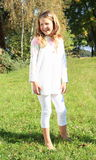 白色的女孩在草 库存照片