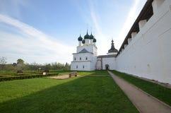 白色的罗斯托夫veliky,绿色和 库存照片