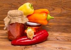 白色的背景接近的胡椒甜点 免版税库存图片