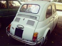 白色的菲亚特500,背面图 免版税库存图片