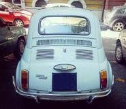 白色的菲亚特500,背面图 免版税库存照片