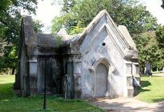 白色石埋葬土窖 库存图片