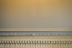 白色石天花板纹理与样式和美好的plast的 免版税库存图片