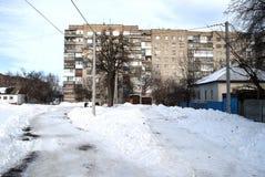 白色砖多层的房子  图库摄影