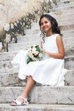 白色礼服的女孩第一个圣餐的 免版税库存图片